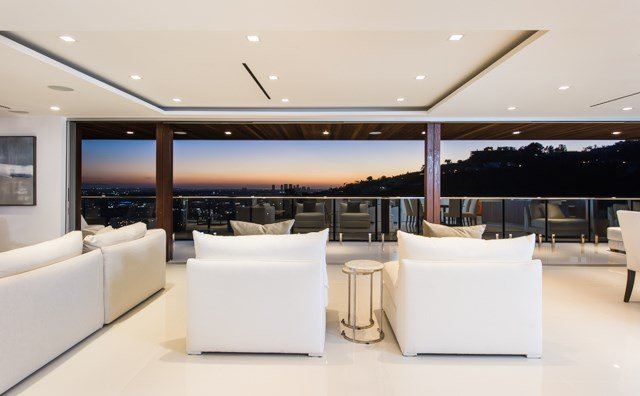 5 Bedrooms, 5,240 Sq Ft.Architecturally inspiring in both appearance and function this incredible home radiates a warm California modern allure draped in sophistication and delight.