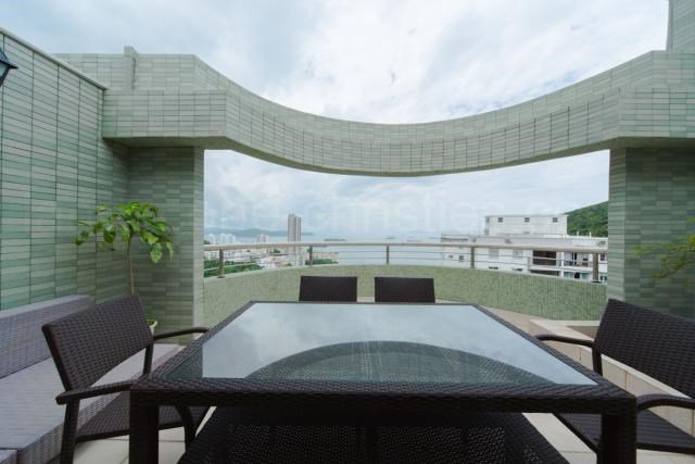 4 Bedrooms, 3,285 Sq Ft.Rare find duplex apartment with 4 bedrooms and 4 bathrooms, with balcony and private roof terrace offering unobstructed sea views.