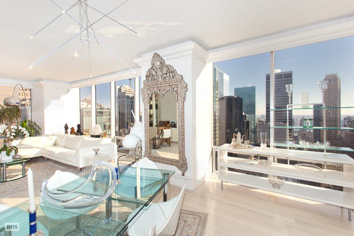 2 Bedrooms, 1,795 Sq Ft.Located on the 33rd floor of the famous Olympic Tower condominium, this large corner two bedroom with two and a half marble bathrooms offers spectacular sunbathed views that add to the graciousness of the entertaining space.