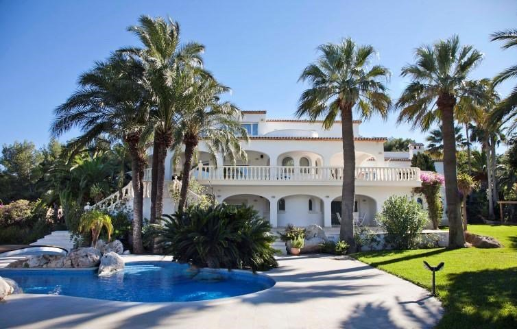 7 Bedrooms, 10,677.89 Sq Ft.Luxuriously-appointed villa for sale with breathtaking panoramic views of the Mediterranean Sea and the little island of Portichol, located in the sought after area of Portichol in Jávea, Alicante just a few minutes from La Barraca beach.
