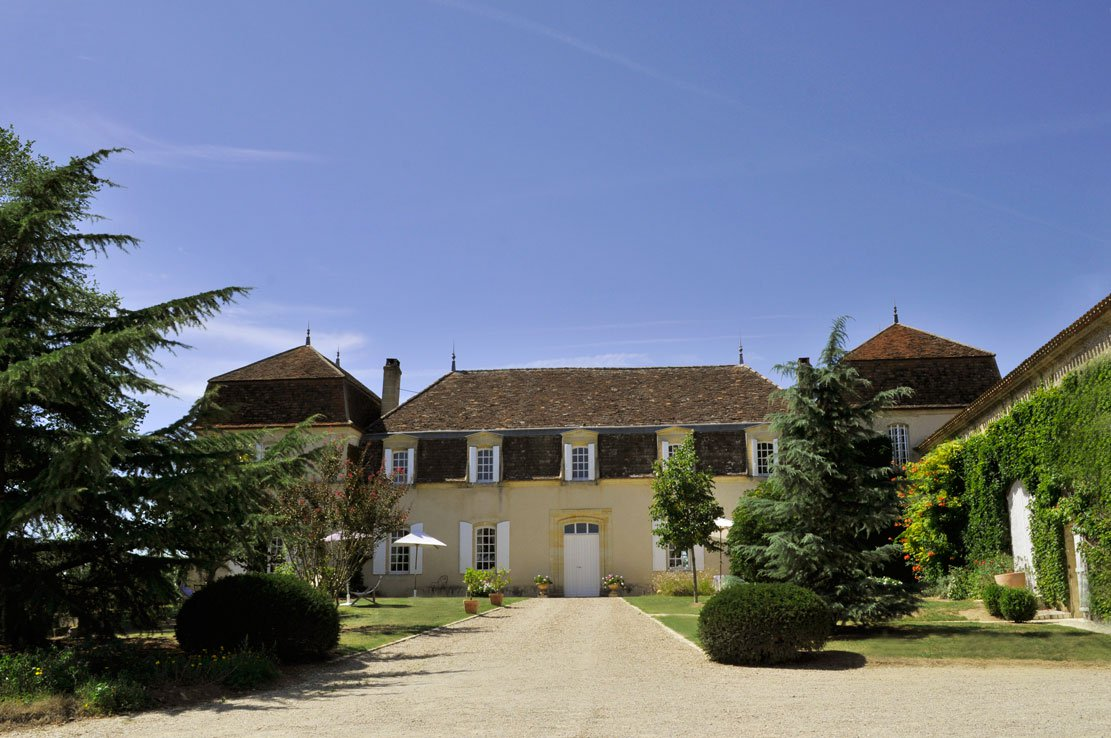 This vineyard on the Bordeaux Right Bank is a successful winery complete with a beautiful main residence, and commercial wine-production facilities and infrastructure.
