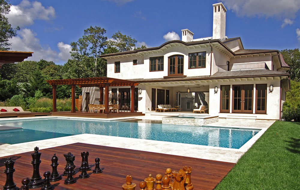 <b>6 Bedrooms, 6,000 sq. ft.</b><br/>Resort-style retreat in Wainscott South
