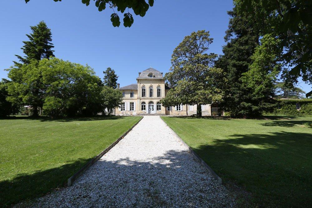 <b>5 Bedrooms, 5,000 sq. ft.</b><br/>A magnificent 17th-century Bordeaux château