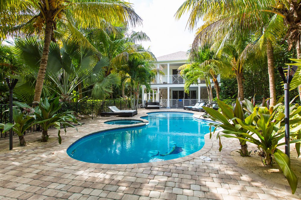 <b>6 Bedrooms, 9,000 sq. ft.</b><br/>Private oceanfront resort on 1.2 acres