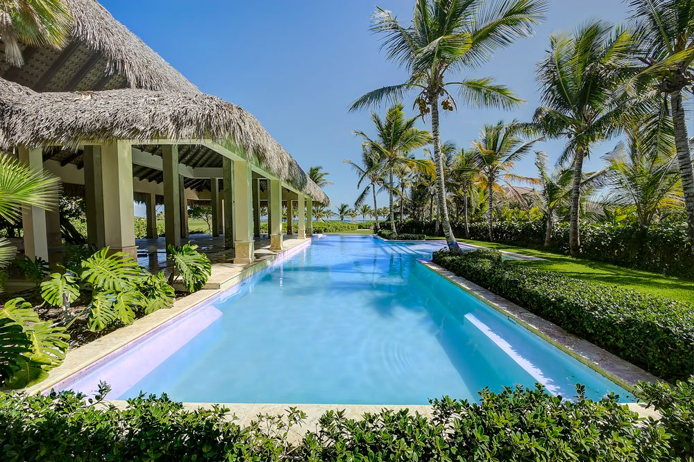 <b>7 Bedrooms, 7,000 sq. ft.</b><br/>Tropical contemporary and golf-front villa