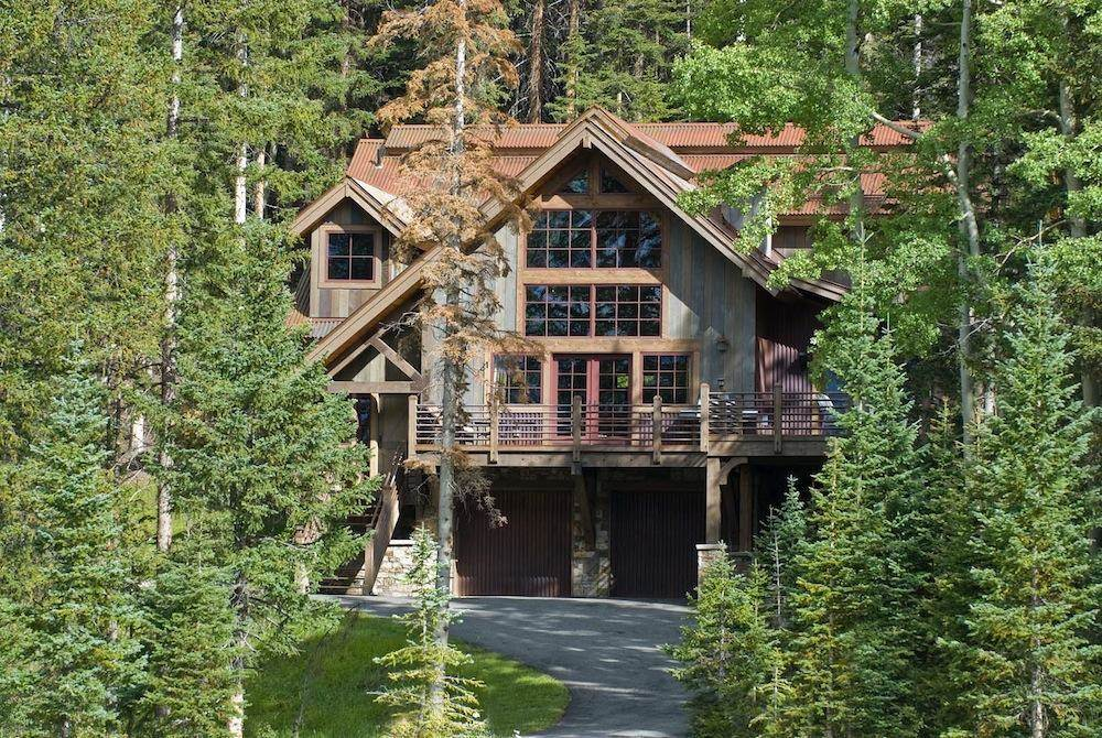 4 Bedrooms,  3,514 sq. ft.This rare assemblage of two estate ski lots totals 2.7 private, lushly forested acres bordering US Forest Service land. Located below and out of sight from the primary residence is a quaint, lodge-like residence with an exterior of native stone, vertical cedar siding with rustic Corten steel accents.