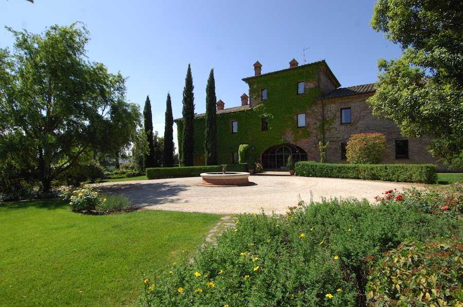 This gorgeous 16th-century Italian villa has modern amenities and timeless beauty.