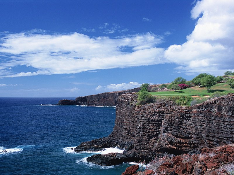 Jack Nicklaus's Manele Golf Course is a challenging open oceanside course that is dictated as much by the prevailing winds as it is by a golfer's skill. Photograph: Lanai/Manele Hawaii Tourism Japan