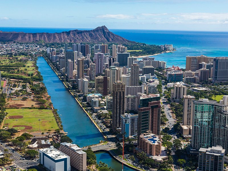 """Oahu is home to around 955,000 people, with approximately 81% of those living on the """"city"""" side of the island. As a result, the Honolulu housing market is booming, with homes priced at roughly three times more than the average home in the United States. Photograph Hawaii Tourism Authority/Tor Johnson"""