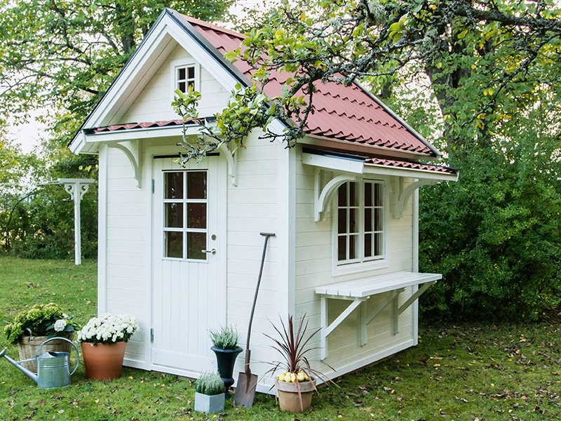 An authentically Scandinavian-looking design by Lektema, based in Vittinge in Uppland, Sweden; a relatively new player in the market, it has created more than 100 playhouses in the past couple of years.