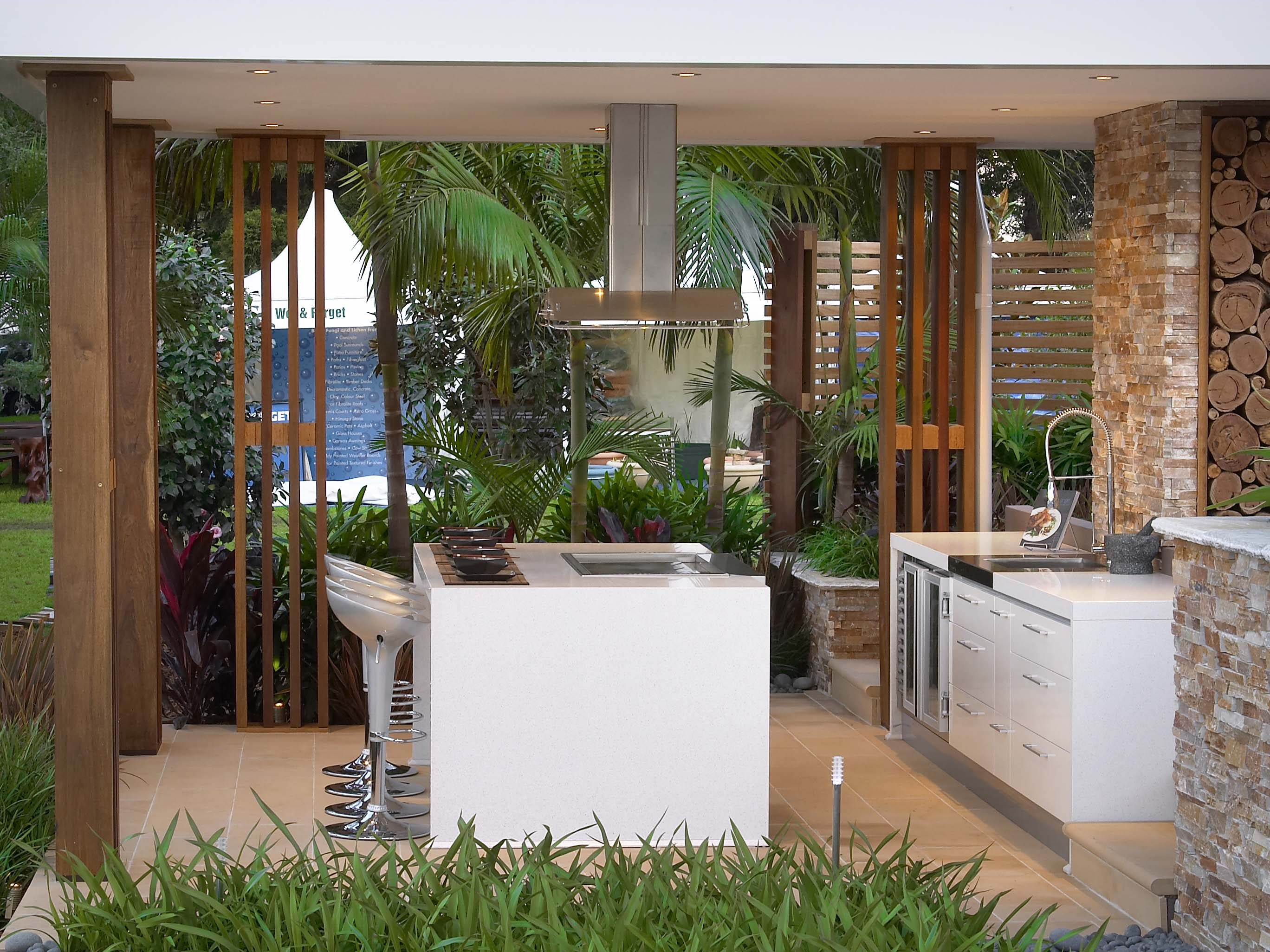 Kastell Kitchens took the Australian climate into account when considering the hard-wearing materials for this design.