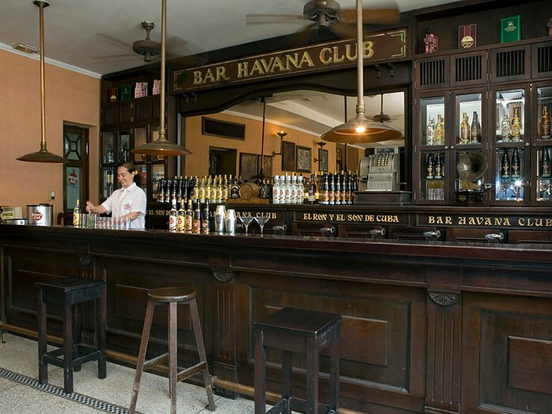 Away from its cellars. the Havana Club Museum of Rum also has a bar where you can enjoy a cocktail masterclass, a rum-and-cigar pairing session, or a special tasting of three exceptional rums—Selección de Maestros, Gran Reserva 15 Años, and Unión.