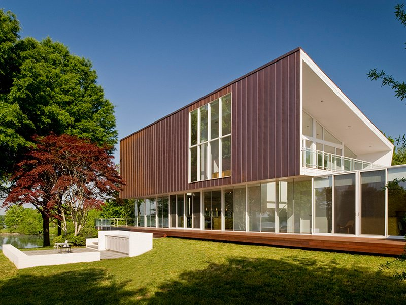 With its enviable location on a small peninsula in central Virginia's Lake Anna, the Buisson Residence can be exposed to harsh winds and rain, so architect Robert M Gurney used copper to clad the sloped roof as it fares well in inclement weather.