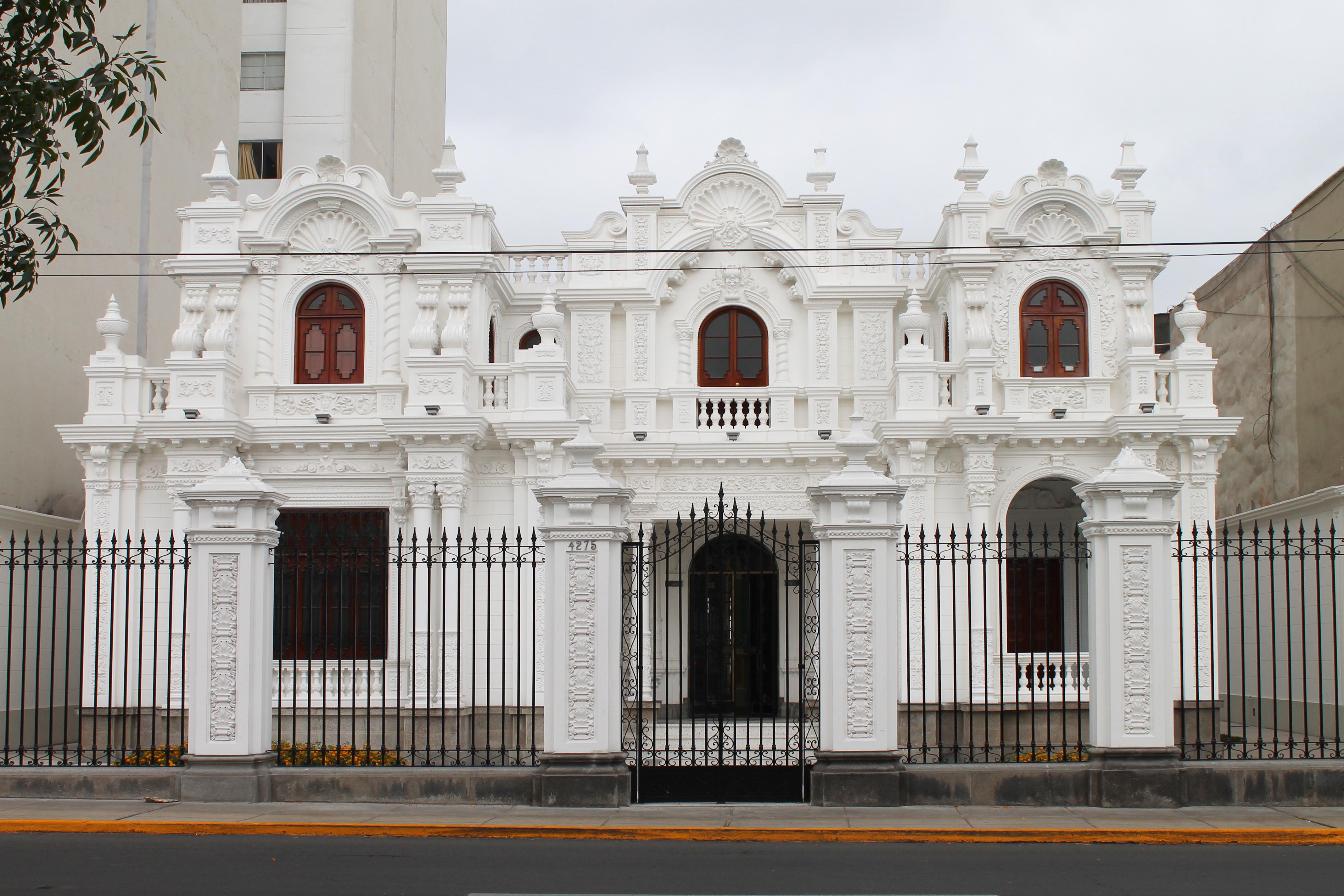 neo-barroque-property-lima-peru