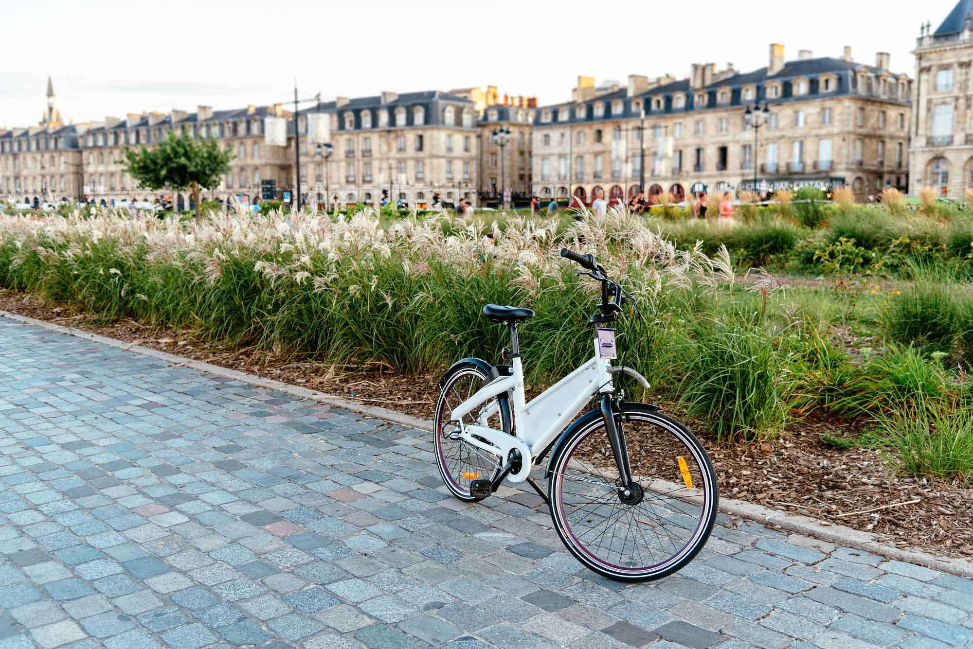 Bordeaux and bicycling go hand in hand, whether one wishes to cycle through the medieval streets of the UNESCO World Heritage city, along paths adjacent to the Garonne River, or Bordeaux's canals.
