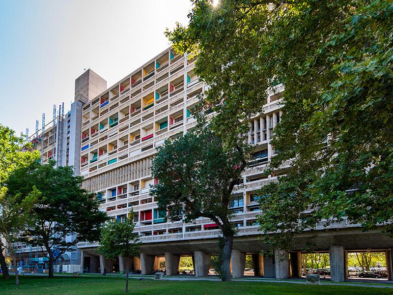 Le-Corbusier-Architecture-concrete-colorful
