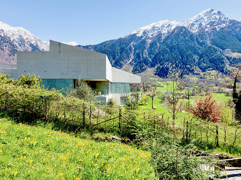 Swiss-architecture-property-mountains
