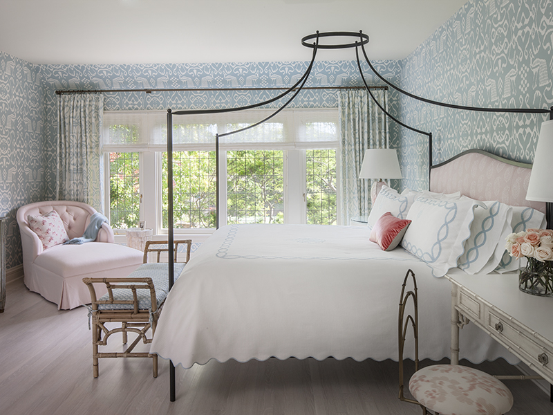 An airy bedroom design