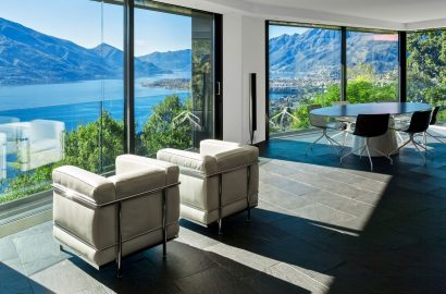 Private Banks: Five Luxurious Lakeside Homes