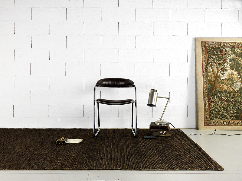 A hemp carpet in a mimimalistic room