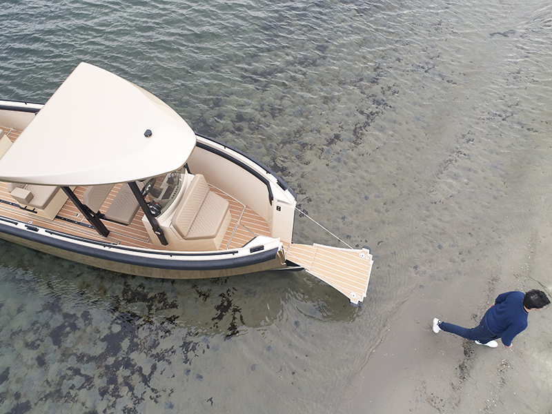 The DutchCraft electric-powered tender