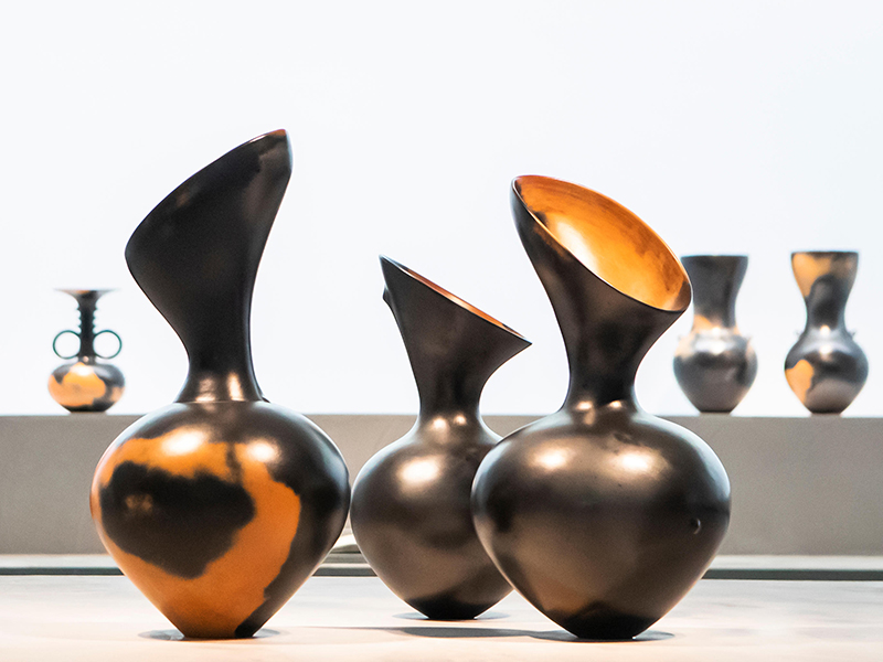 Classical ceramic urns by ceramic artist Magdalene Odundo