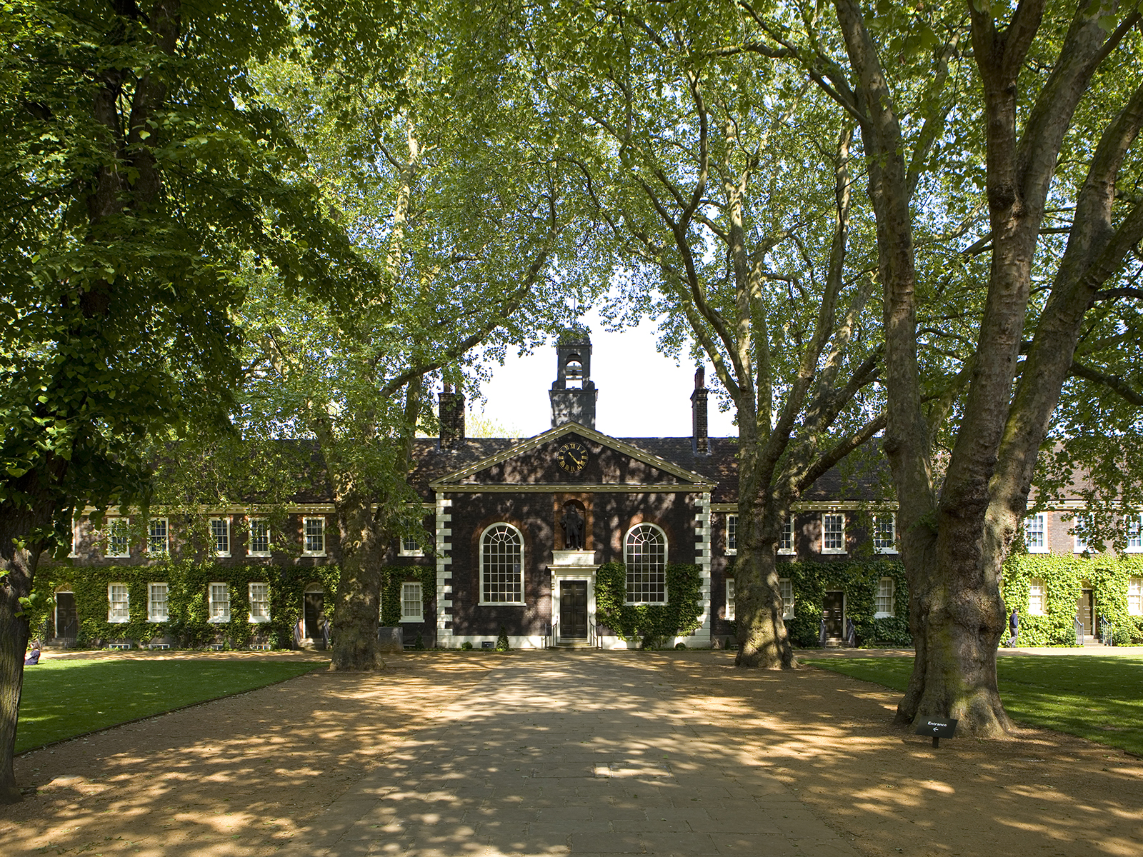 A wide-angle shot of the Geffrye Museum almshouses in the sunshine.