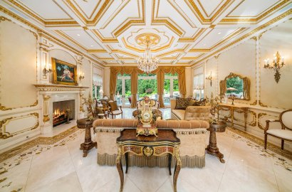 The Drawing Room: High Society at Home