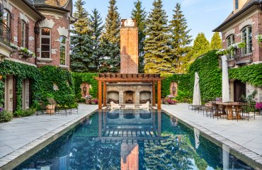 Alfresco Living: 6 Homes with Outdoor Fireplaces and Firepits