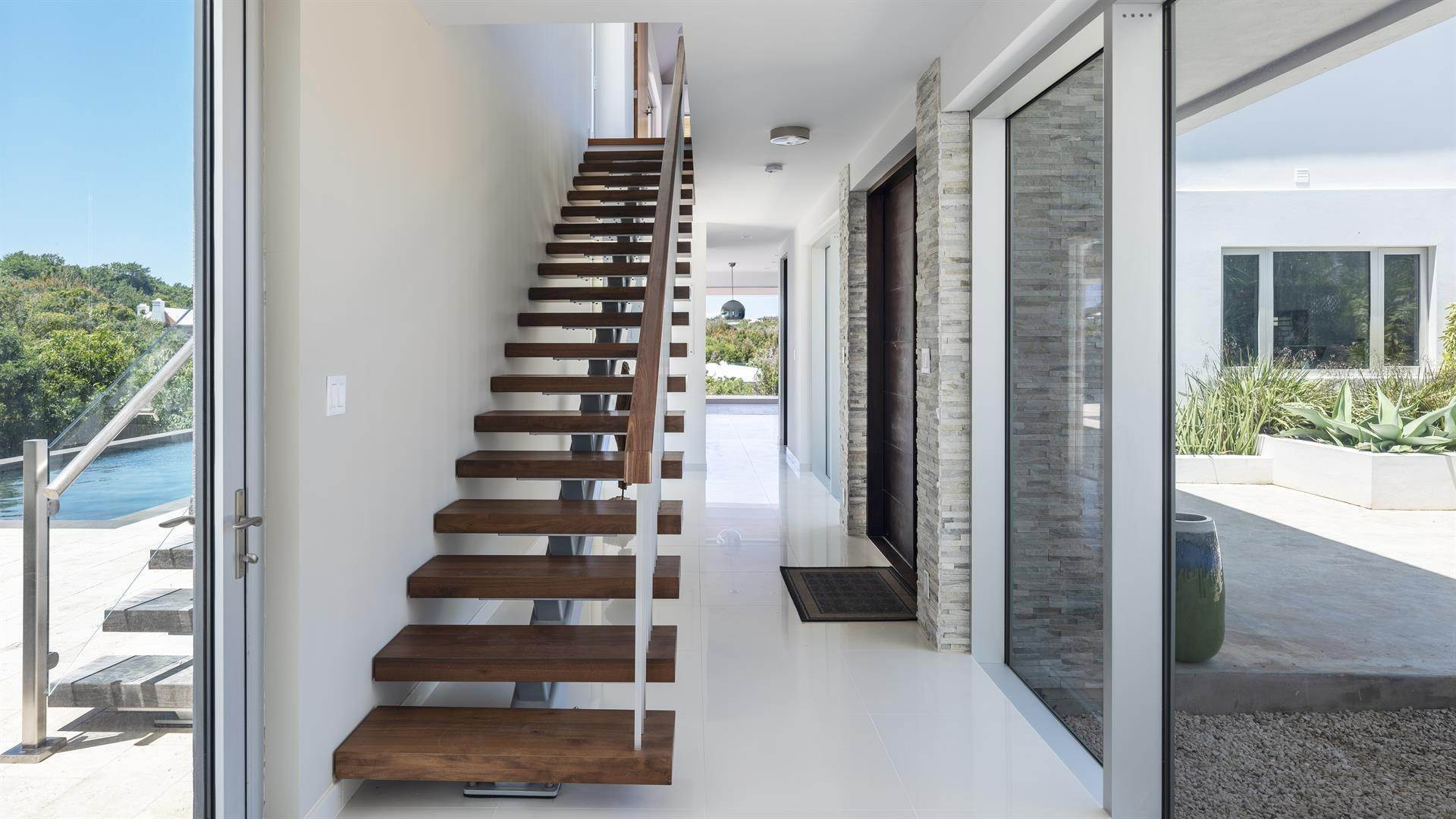 17. Single Family Home のために 売買 アット Georgetown - Bermuda's Modern House 50A Harrington Sound Road Hamilton Parish, Bermuda,CR04 バミューダ