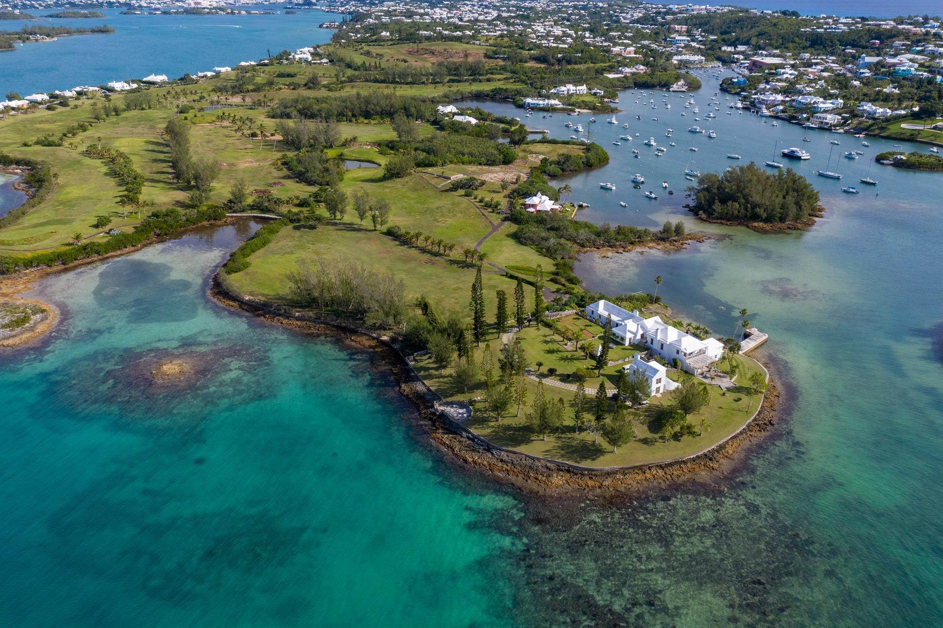 Propiedad inmobiliaria por un Venta en Windsong House 15 Fairways Road Warwick Parish, Bermuda,WK04 Bermuda