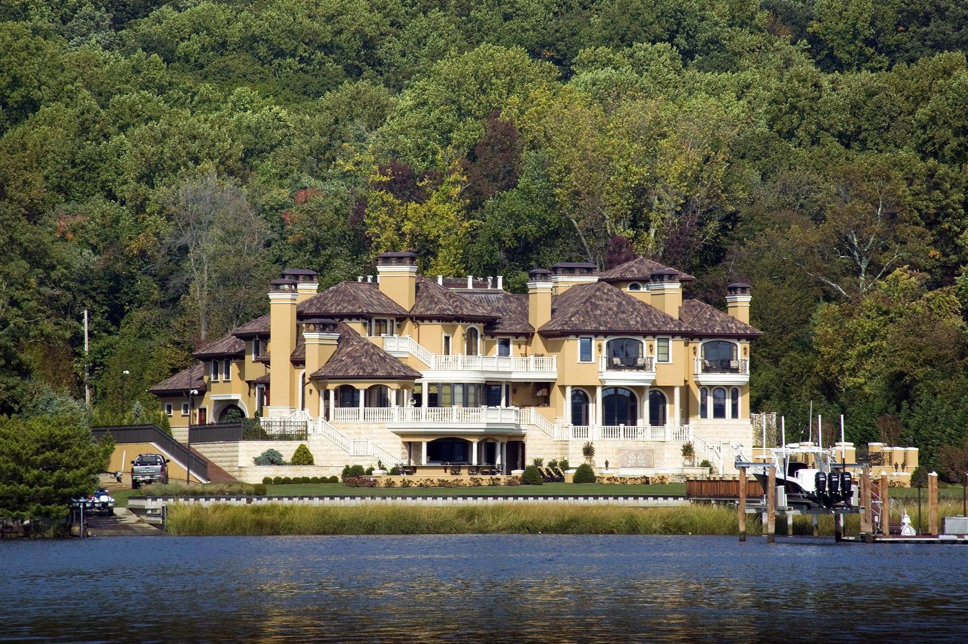 4. Estate for Sale at Villa Paradiso on the Navesink Middletown, New Jersey,07760 United States