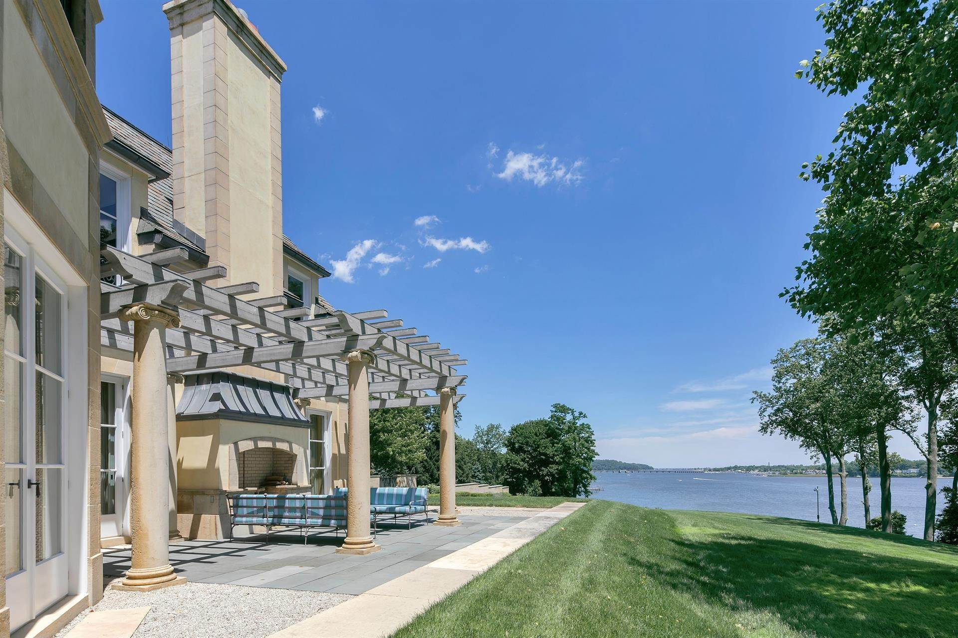5. Estate for Sale at High Point Estate on the Navesink River Middletown, New Jersey,07701 United States