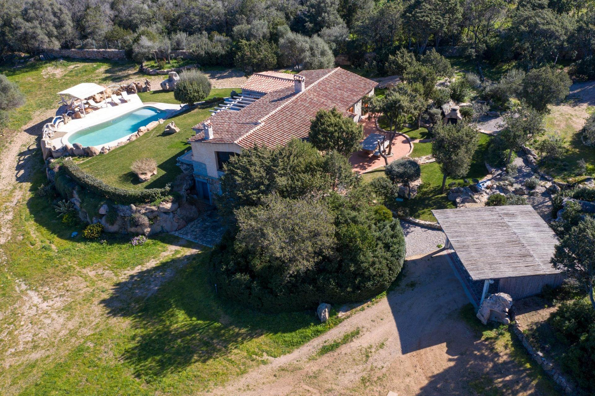 20. Villa/Townhouse for Rent at Country Villa with Pool for rent Costa Smeralda, Olbia Tempio,07021 Italy