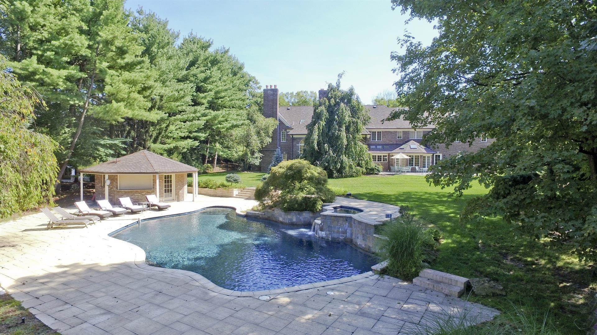 Single Family Home for Sale at Prime Location Franklin Lakes, New Jersey,07417 United States