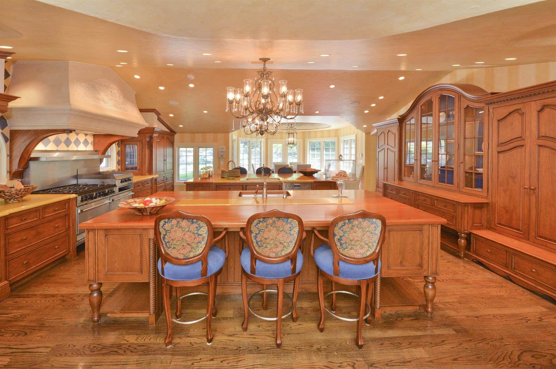 8. Single Family Home 為 出售 在 Celebrity Stunner - 5+ Acre Family Compound Saddle River, 新澤西州,07458 美國