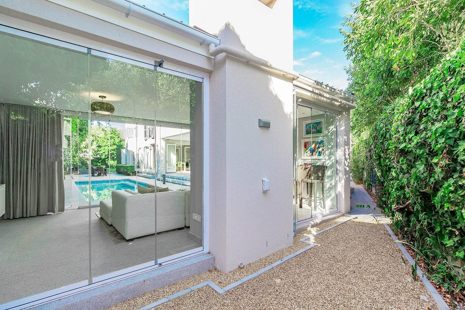 16. Single Family Home for Sale at 5 Pitlochry Road, Rondebosch Rondebosch, Cape Town, Western Cape, South Africa