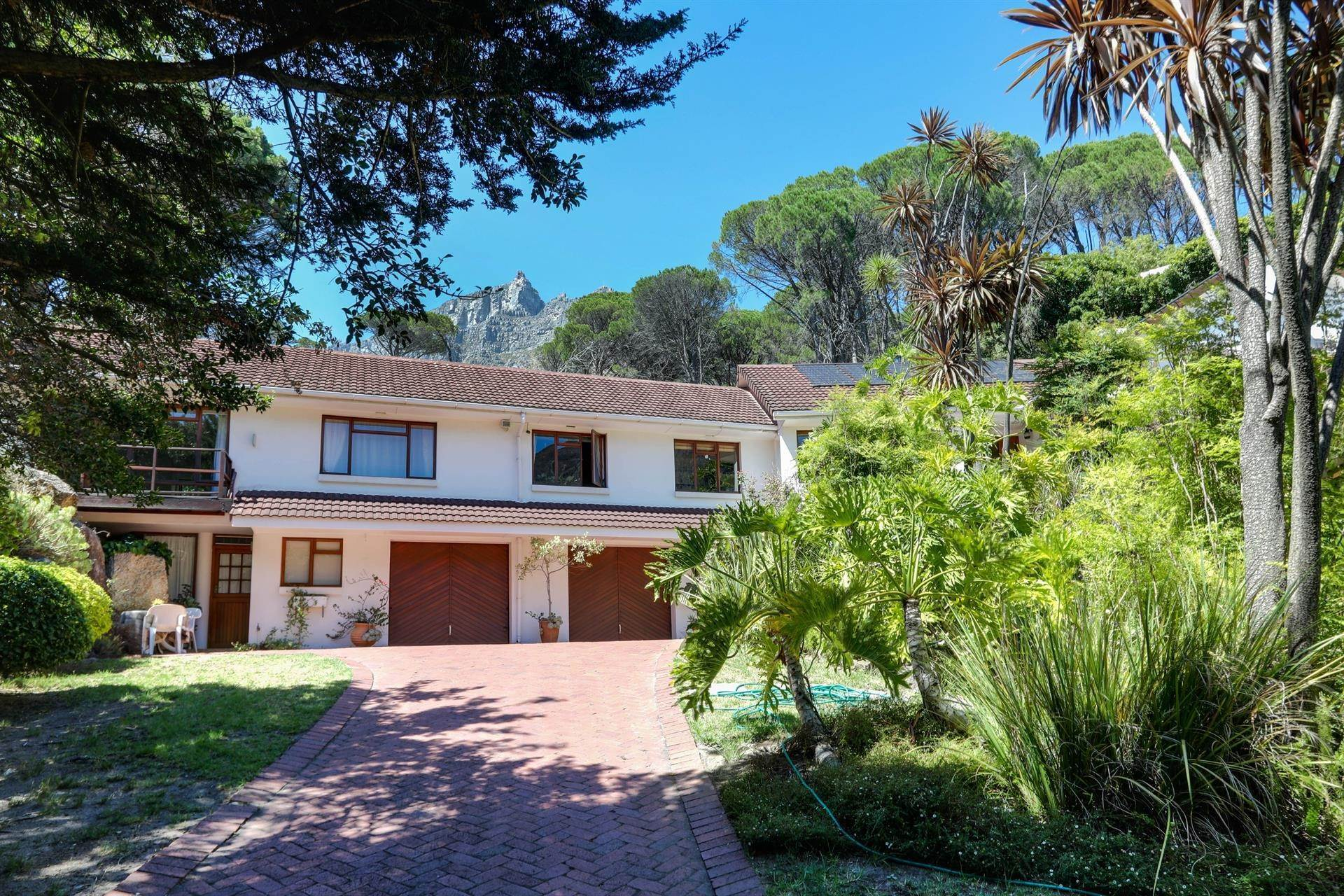 Single Family Home for Sale at EXCEPTIONAL FAMILY HOME IN PRIME LOCATION Cape Town, South Africa