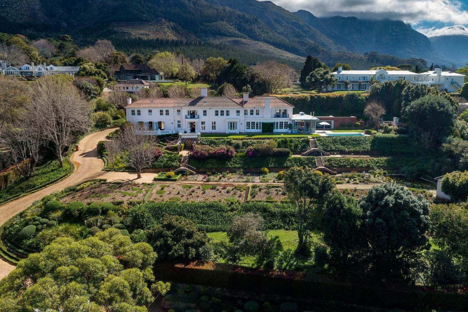 2. Estate for Sale at A MAJESTIC RESIDENCE WITH UNDENIABLE GLOBAL APPEAL Constantia, South Africa