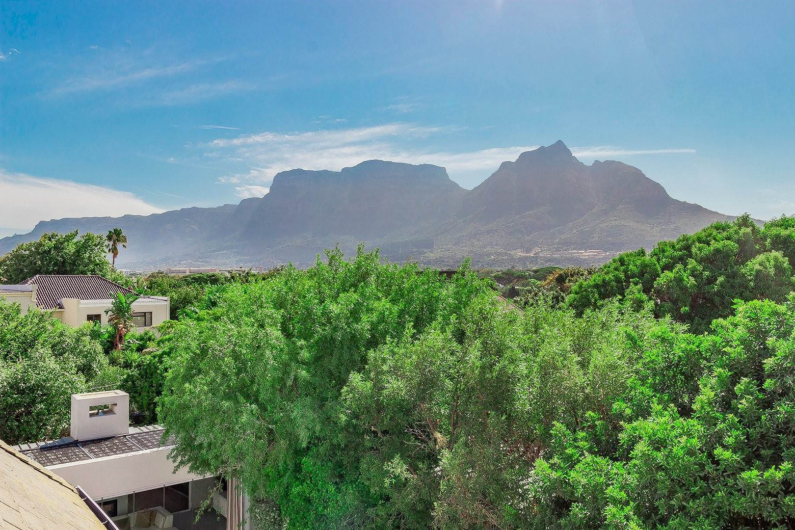 43. Single Family Home for Sale at 5 Pitlochry Road, Rondebosch Rondebosch, Cape Town, Western Cape, South Africa