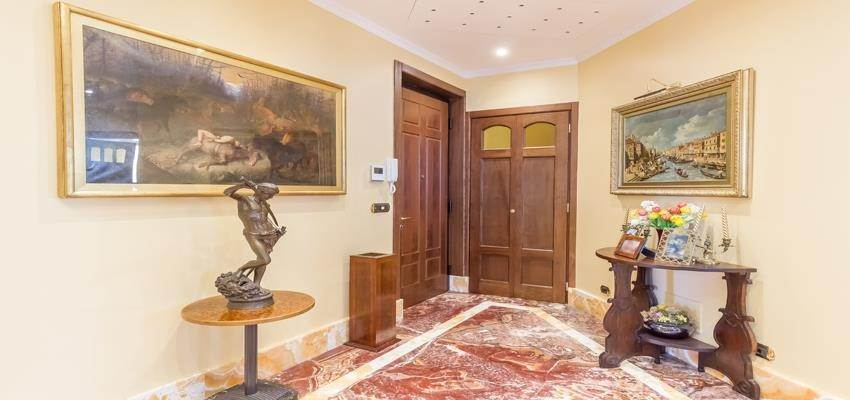 7. Residence/Apartment for Sale at Large 6 roomed apartment in the Condamine area 98000 Monaco