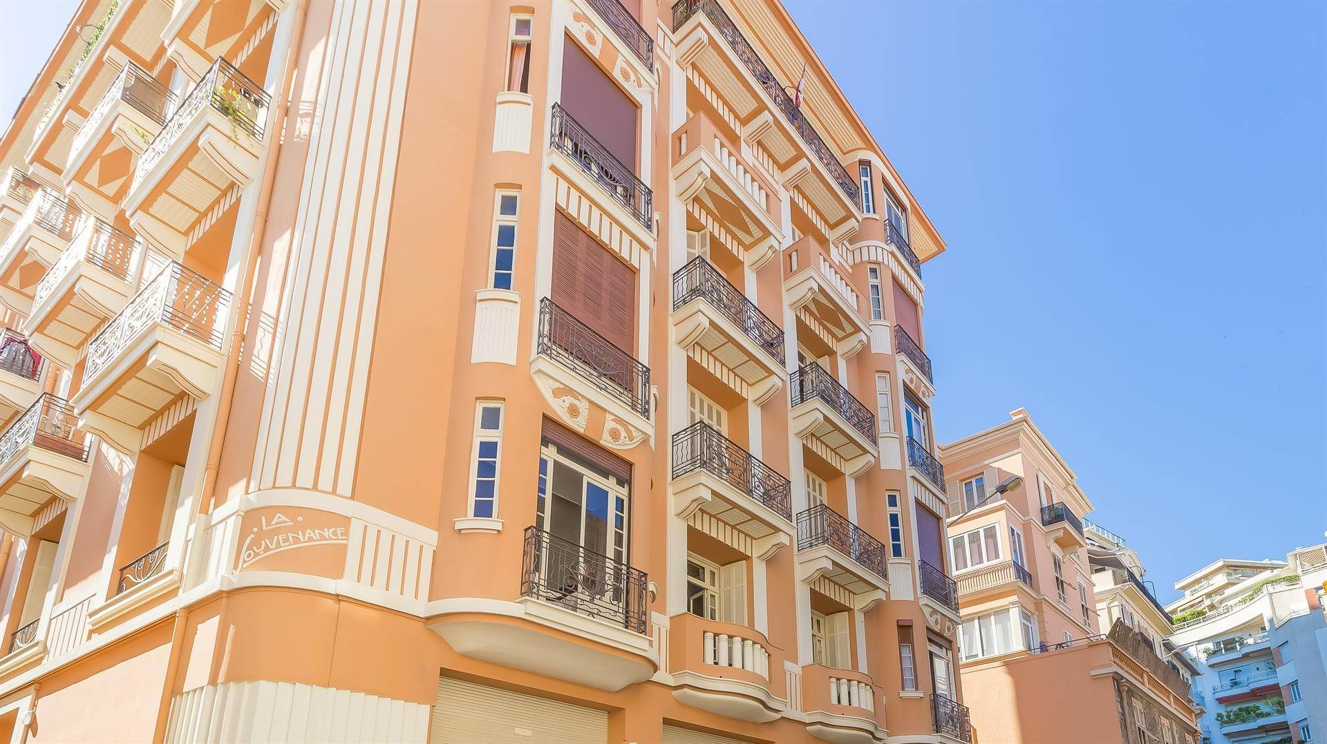 8. Residence/Apartment for Sale at Large 6 roomed apartment in the Condamine area 98000 Monaco