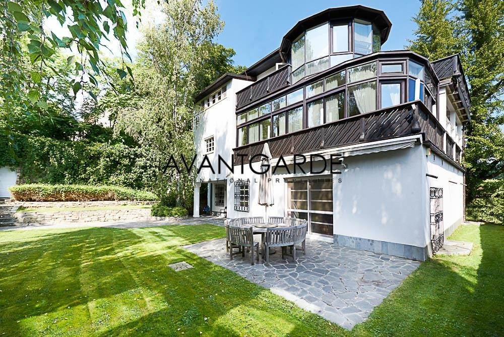 Villa/Townhouse for Sale at Spacious villa with view in green and tranquil location Dobling, Vienna,1190 Austria