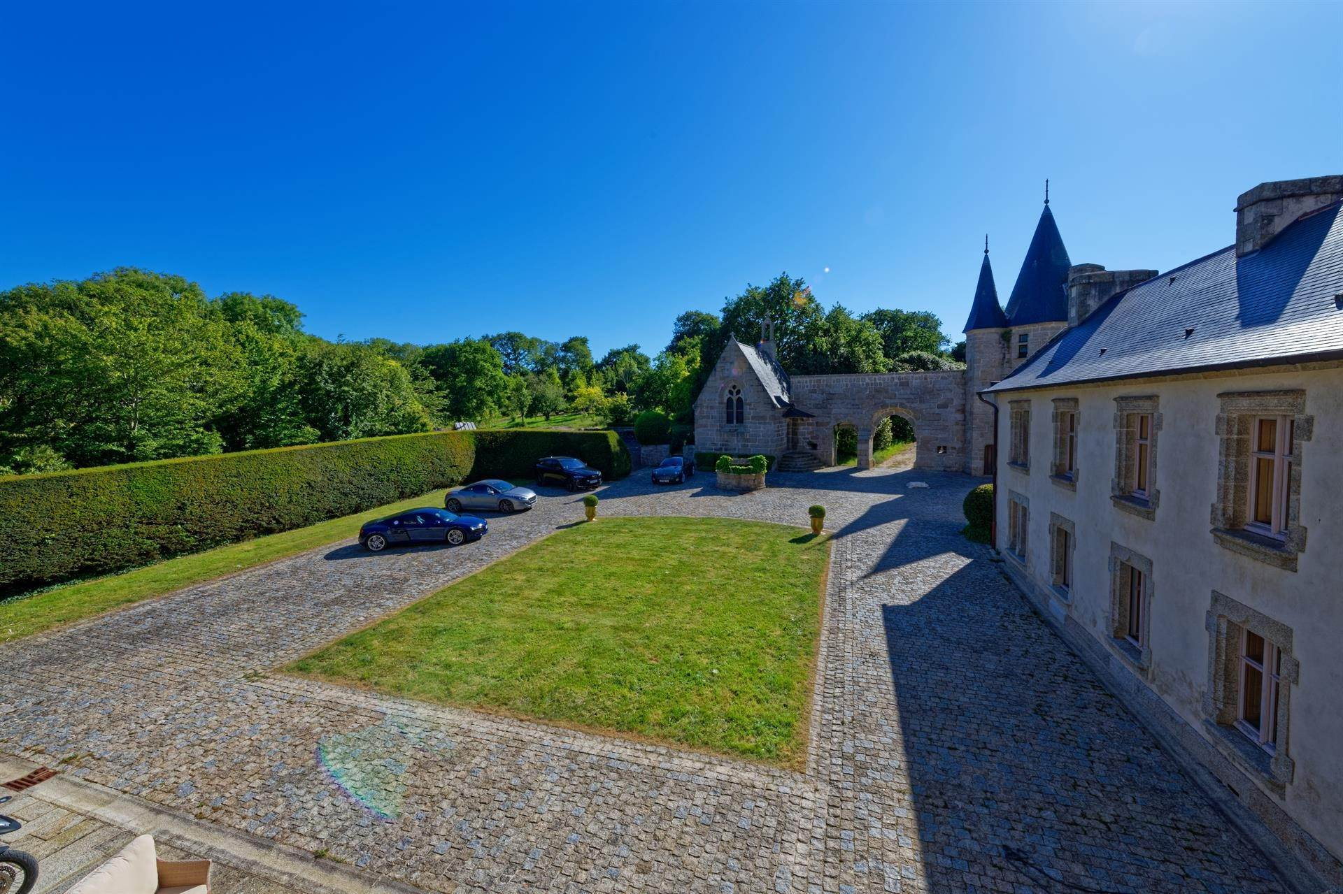 32. Villa/Townhouse for Sale at Finistere, France