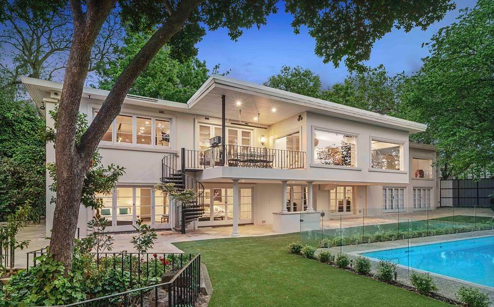 Single Family Home 为 销售 在 Private Toorak Sanctuary, Spectacular Yarra River Views 818 Orrong Road, Toorak 维多利亚,3142 澳大利亚