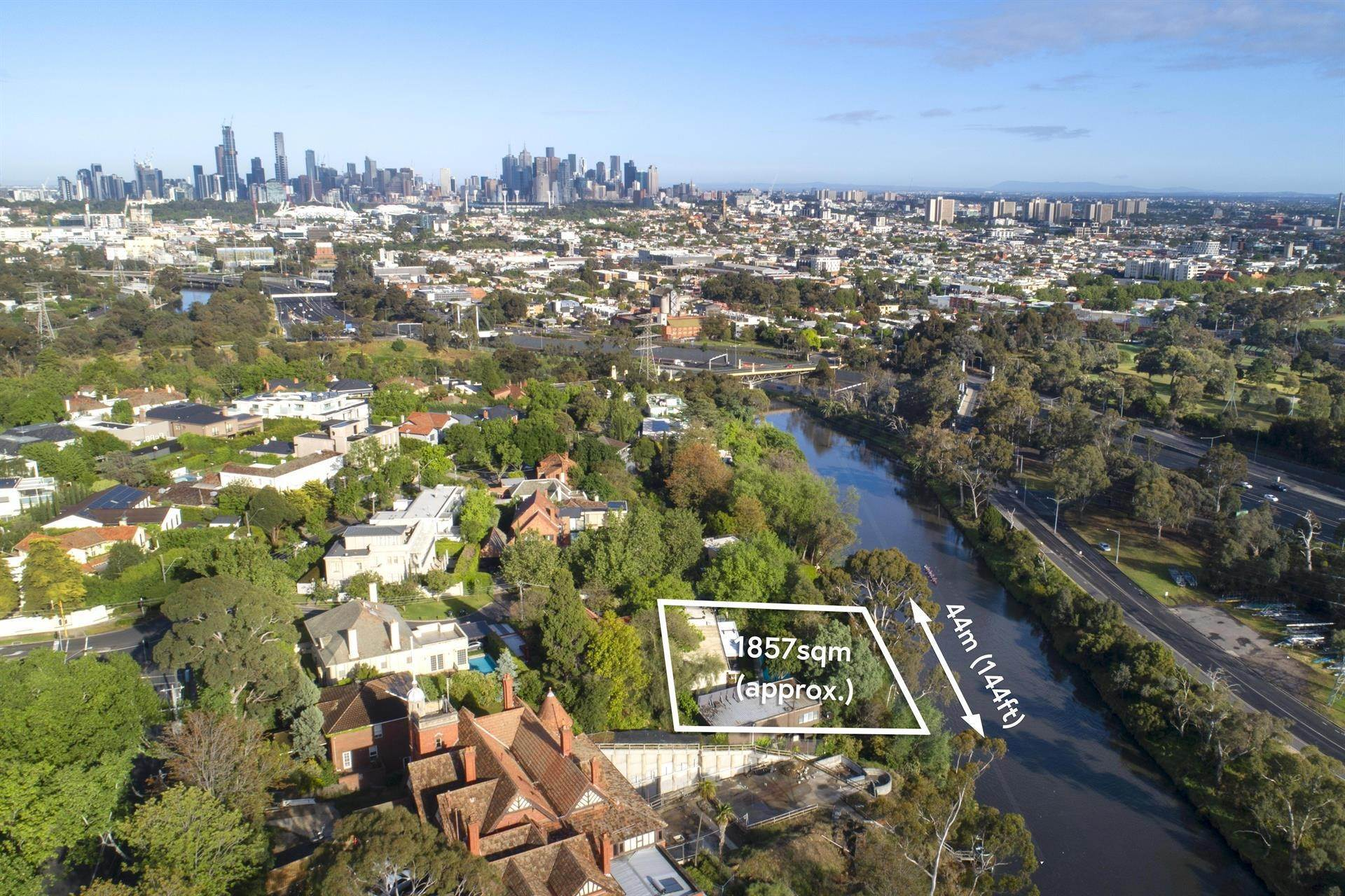 3. Single Family Home 为 销售 在 Private Toorak Sanctuary, Spectacular Yarra River Views 818 Orrong Road, Toorak 维多利亚,3142 澳大利亚