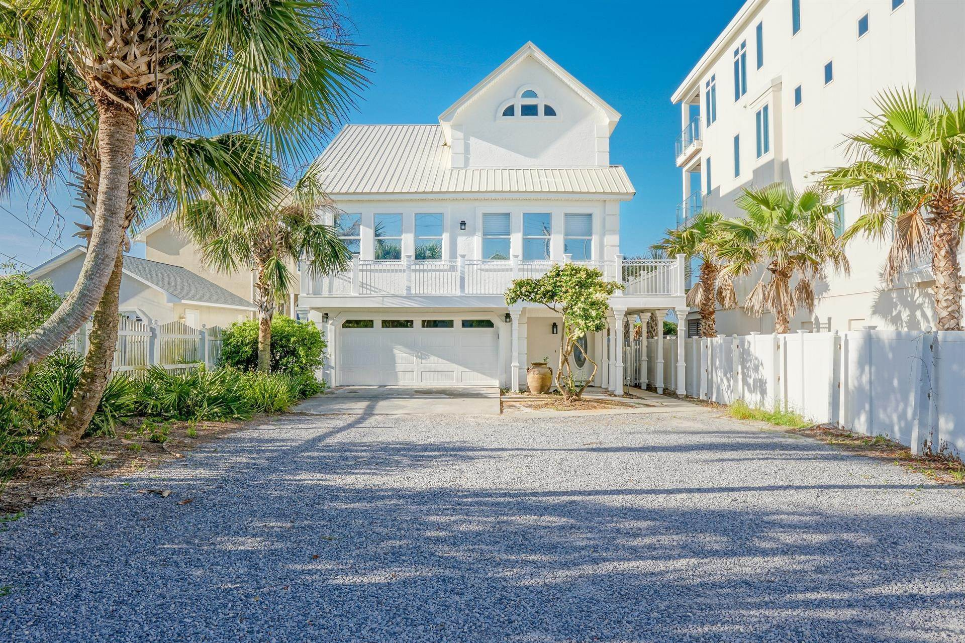 Single Family Home 为 出租 在 Oceanfront on Scenic 30A, Florida 8870 E. County Hwy 30A, Seacrest, FL 32461 西克雷斯特, 佛罗里达州,32461 美国
