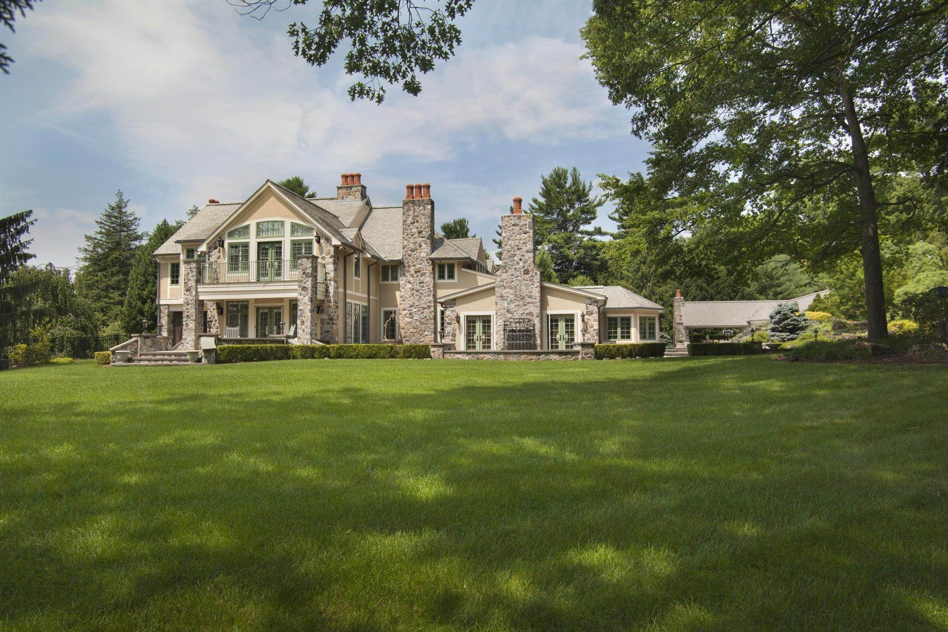Single Family Home 為 出售 在 Celebrity Stunner - 5+ Acre Family Compound Saddle River, 新澤西州,07458 美國