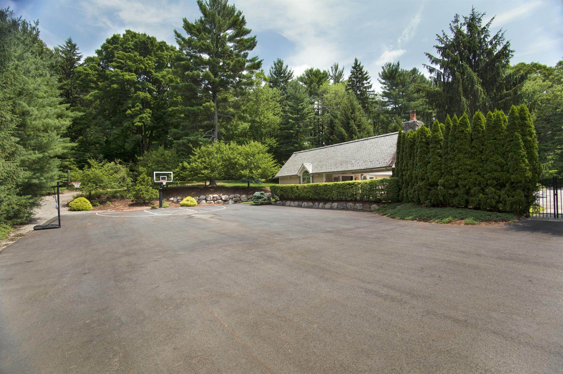 22. Single Family Home 為 出售 在 Celebrity Stunner - 5+ Acre Family Compound Saddle River, 新澤西州,07458 美國
