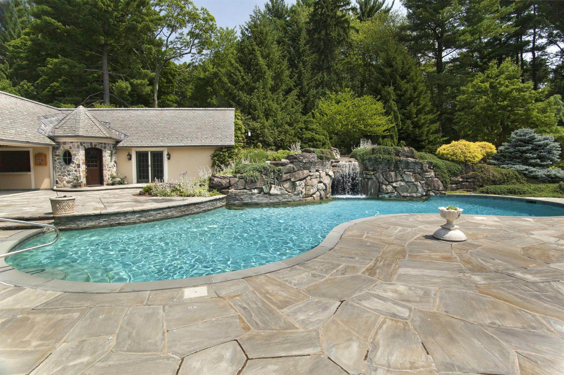 23. Single Family Home 為 出售 在 Celebrity Stunner - 5+ Acre Family Compound Saddle River, 新澤西州,07458 美國